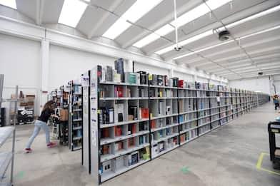 Amazon, due nuovi centri a Novara e Spilamberto: 1.100 assunzioni