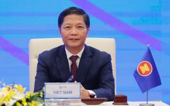 epa08821120 Vietnam's Minister of Industry and Trade Tran Tuan Anh attends the virtual signing ceremony the Regional Comprehensive Economic Partnership (RCEP) in Hanoi, Vietnam, 15 November 2020. The virtual 37th ASEAN Summit and related summits take place from 12 to 15 November 2020 at the International Convention Center (ICC) in Hanoi.  EPA/MINH HOANG