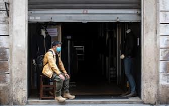 Preparativi dei negozianti del centro storico di Roma in previsione della riapertura del 18 maggio, durante lÕemergenza Coronavirus. Roma. 14 maggio 2020ANSA/MASSIMO PERCOSSI