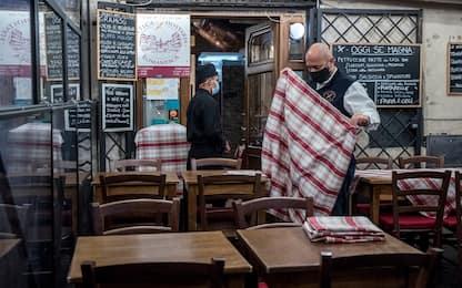 Covid, riaprono bar e ristoranti: come riconoscere quelli sicuri