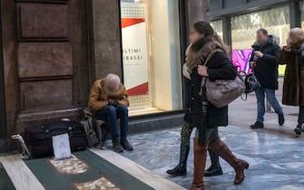 Foto Carlo Cozzoli - LaPresse 02-02-2019 Milano ( Italia ) Cronaca  Servizio clochard. Un senzatetto in Corso Vittorio Emanuele II.
