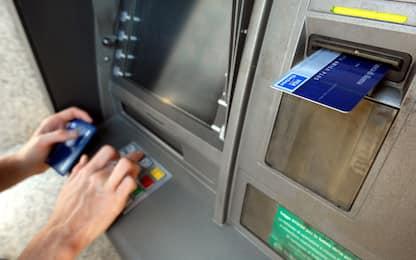 Bancomat, come potrebbero cambiare le commissioni per i prelievi