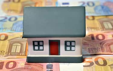Milano - imu tasse e costi per la casa ( - 2017-11-18, Rich / IPA) p.s. la foto e' utilizzabile nel rispetto del contesto in cui e' stata scattata, e senza intento diffamatorio del decoro delle persone rappresentate