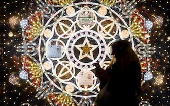 Foto Claudio Furlan - LaPresse 15 Dicembre 2020 Milano (Italia) NewsMilano, vetrine dei negozi e luminarie natalizie nel centro cittàPhoto Claudio Furlan - LaPresse14 December 2020 Milan ( Italy )NewsShop windows and Christmas lights in the center of Milan