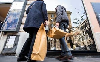 Foto LaPresse - Andrea Panegrossi 23/12/2018 Roma, Italia. CRONACA Shopping prenatalizio a via Cola di Rienzo  Photo LaPresse - Andrea Panegrossi 23/12/2018- Rome, ItalyNEWS Pre-Christmas shopping in via Cola di Rienzo