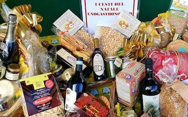 Al Villaggio contadino di Natale a Matera i cesti con i souvenir enogastronomici più rari, 29 novembre 2019. ANSA/ COLDIRETTI  +++ ANSA PROVIDES ACCESS TO THIS HANDOUT PHOTO TO BE USED SOLELY TO ILLUSTRATE NEWS REPORTING OR COMMENTARY ON THE FACTS OR EVENTS DEPICTED IN THIS IMAGE; NO ARCHIVING; NO LICENSING +++