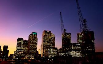 epa03058657 General view of the finance district Canary Wharf, in London, Britain, 13 January 2012.  EPA/KERIM OKTEN