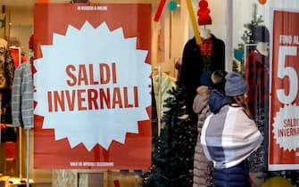 Primo giorno di saldi invernali a Milano, 4 gennaio 2020. ANSA/Mourad Balti Touati