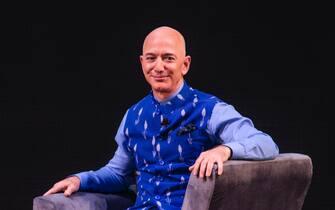 NEW DELHI, INDIA - JANUARY 16: Amazon CEO Jeff Bezos interacts with entrepreneurs at the Amazon's annual Smbhav event at Jawahar Lal Nehru Stadium, on January 16, 2020 in New Delhi, India. (Photo by Pradeep Gaur/Mint) (New Delhi - 2020-04-03, Mint / IPA) p.s. la foto e' utilizzabile nel rispetto del contesto in cui e' stata scattata, e senza intento diffamatorio del decoro delle persone rappresentate