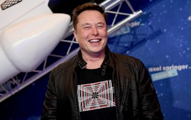 epa08855589 SpaceX owner and Tesla CEO Elon Musk arrives on the red carpet for the Axel Springer award, in Berlin, Germany, 01 December 2020.  EPA/BRITTA PEDERSEN / POOL