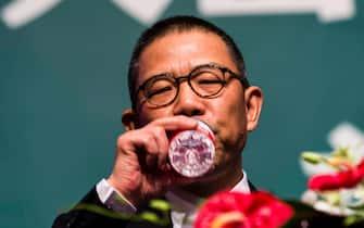 --File--Zhong Shanshan, Chairman of Nongfu Spring Co., Ltd., delivers a speech at a press conference in Beijing, China, 6 May 2013. (Photo by Stringer/ChinaImages/Sipa USA) (Beijing - 2013-05-06, Stringer / IPA) p.s. la foto e' utilizzabile nel rispetto del contesto in cui e' stata scattata, e senza intento diffamatorio del decoro delle persone rappresentate