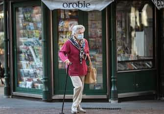 Bergamo Coronavirus - anziani in strada (Bergamo - 2020-11-09, Foto ©Sergio Agazzi) p.s. la foto e' utilizzabile nel rispetto del contesto in cui e' stata scattata, e senza intento diffamatorio del decoro delle persone rappresentate