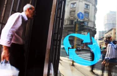 SEDE CENTRALE DELL'INPS, IN PIAZZA MISSORI ( ISTITUTO NAZIONALE DELLA PREVIDENZA SOCIALE ) (MILANO - 2011-09-24, Enrico Brandi / Fotogramma) p.s. la foto e' utilizzabile nel rispetto del contesto in cui e' stata scattata, e senza intento diffamatorio del decoro delle persone rappresentate