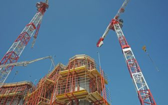 Milano - Cantiere edilizio con gru in zona Gae Aulenti
