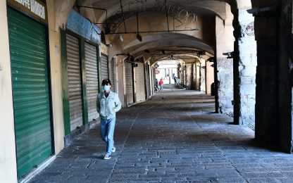 Covid, le vendite online affossano i negozi: 70mila sono a rischio