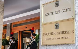 L'ingresso della Corte dei Conti durante la cerimonia di parificazione del rendiconto generale dello Stato per l esercizio finanziario 2019, Roma 23 giugno 2020. ANSA/FABIO FRUSTACI
