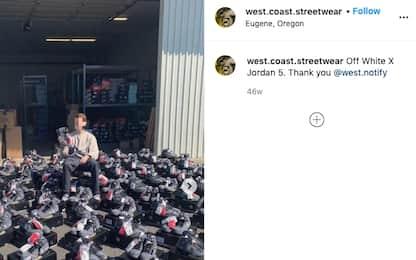 Il figlio rivende scarpe costosissime della Nike, manager si dimette