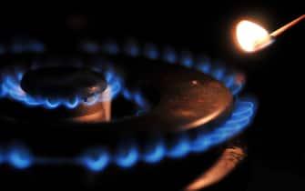Un bruciatore acceso in una foto d'archivio. ANSA/GUIDO MONTANI