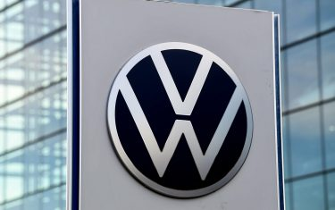 epa08574615 (FILE) - A Volkswagen (VW) logo in front of the Volkswagen Glaeserne Manufaktur (Transparent Factory) in Dresden, Germany, 19 November 2019 (reissued 30 July 2020). Volkswagen on 30 July 2020 released their  first half-year 2020 results, saying their operating result before special items dropped to  0.8 (10.0 in 2019) billion euro while the Group sales revenue decreased by 23.2 per cent to EUR 96.1 billion Euro in 2020. Volkswagen cited a sharp fall in customer demand as Covid-19 pandemic kept customers away.  EPA/FILIP SINGER *** Local Caption *** 55644609