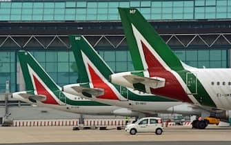 Aerei Alitalia all'aeroporto di Fiumicino, 08 febbraio 2021. ANSA/ TELENEWS