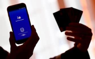 Al via le iscrizioni al programma Cashback sulla app Io: e' stata rilasciata dagli app store la versione aggiornata con l'implementazione del nuovo servizio disponibile sulla app per i servizi della pubblica amministrazione, Roma, 7 dicembre 2020.  ANSA / ETTORE FERRARI