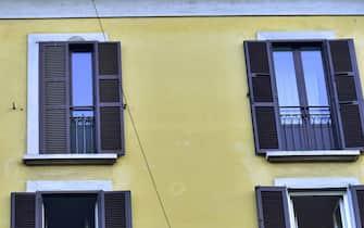 Milano, Coronavirus, Flash mob musicale, con DJ SET Affaciati alla finestra Milano mia, Il Cielo e sempre piu' blu in Via Vigevano (Milano - 2020-03-15, Duilio Piaggesi) p.s. la foto e' utilizzabile nel rispetto del contesto in cui e' stata scattata, e senza intento diffamatorio del decoro delle persone rappresentate (REPORTAGE - 2021-03-13, Duilio Piaggesi) p.s. la foto e' utilizzabile nel rispetto del contesto in cui e' stata scattata, e senza intento diffamatorio del decoro delle persone rappresentate