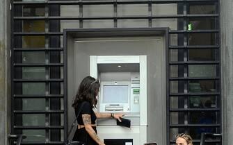 Milano, Banca Popolare di Milano in Piazza Meda, esterni (Milano - 2020-07-01, Maurizio Maule) p.s. la foto e' utilizzabile nel rispetto del contesto in cui e' stata scattata, e senza intento diffamatorio del decoro delle persone rappresentate