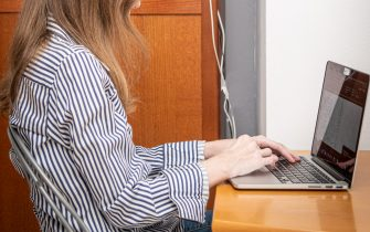 Milano - Fase 2 dell'emergenza Coronavirus - Smart working, lavoro da casa (Milano - 2020-04-24, Marco Passaro) p.s. la foto e' utilizzabile nel rispetto del contesto in cui e' stata scattata, e senza intento diffamatorio del decoro delle persone rappresentate