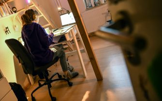 08 January 2021, Berlin: A girl is sitting at her desk at home doing assignments for school. Photo: Kira Hofmann/dpa-Zentralbild/ZB (Photo by Kira Hofmann/picture alliance via Getty Images)