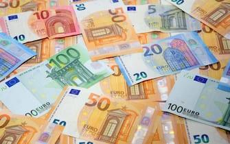 Milano - Euro e aumento del costo della vita - inflazione e crisi economica - tangenti politiche