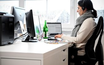 epa08933118 A woman with a headset sits in front of her computer in the study at home in Moenchengladbach, Germany, 12 January 2021. In view of the fact that the number of corona infections is not declining, politicians are calling for greater use to be made of working from home again. However, around 60 percent of employees in Germany are unable to work from home - often because their work involves a service to others, according to the German Institute for Economic Research (DIW). Other tasks, in turn, are linked to the respective jobs. Companies are already struggling to survive this pandemic. Throughout Germany, the number of cases of the COVID-19 disease caused by the SARS-CoV-2 coronavirus is still high.  EPA/SASCHA STEINBACH
