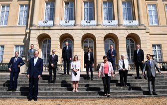 epa09248882 G7 Finance Ministers pose for a family photograph at Lancaster House during the G7 Finance Ministers meeting in London, Britain, 05 June 2021.  EPA/ANDY RAIN