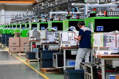 Produzione industriale +1,8%, ma il livello di Pil pre-covid è lontano