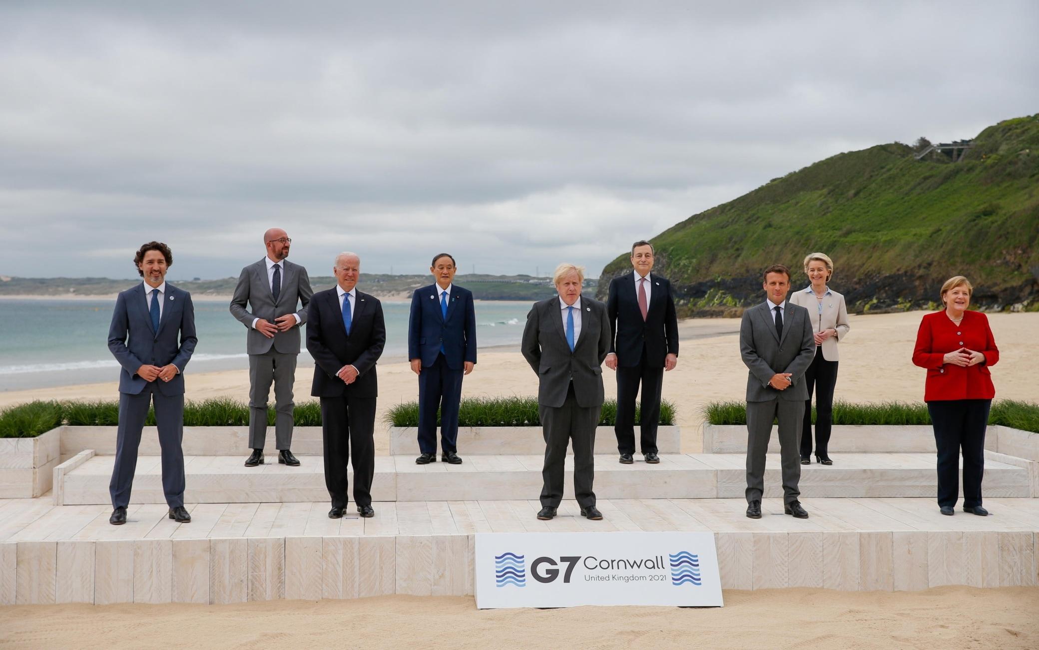La foto dei leader al G7 in Cornovaglia