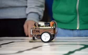 Gara tra robot ideati e costruiti dagli studenti di tutta Italia all'Istituto professionale Ipsia 'Fascetti' di Pisa