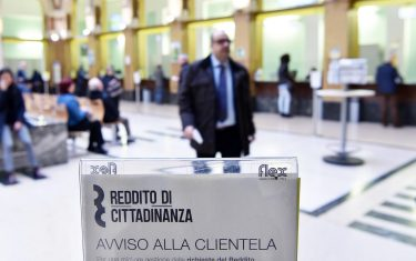 """A post office where it is possible to apply for """"citizenship wage"""" in Turin, Italy, 06 March 2019. The government's 'citizenship wage' basic income kicked off on Wednesday when the official website started taking applications for the new benefit. ANSA/ALESSANDRO DI MARCO"""