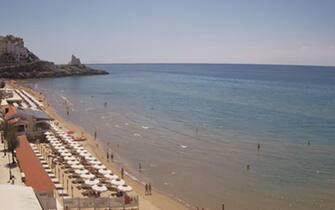 Una veduta della spiaggia a Sperlonga (Latina) tratta da una webcam, 02 giugno 2020.ANSA/WEBCAM+++EDITORIAL USE ONLY - NO SALES+++