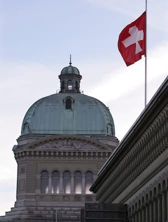 Una bandiera della Svizzera a Berna
