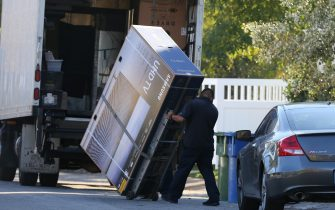 172760, EXCLUSIVE: Selena Gomez gets an enormous 82' Samsung UHD TV delivered to her house in Los Angeles. Los Angeles, California - Wednesday December 13, 2017.    Photograph: © JS/Miguel Aguilar, PacificCoastNews. Los Angeles Office (PCN): +1 310.822.0419 UK Office (Avalon): +44 (0) 20 7421 6000 sales@pacificcoastnews.com FEE MUST BE AGREED PRIOR TO USAGE