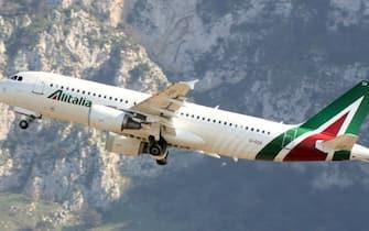nella foto un airbus Alitalia (Terrasini (PA) - 2019-03-24, Alberto Lo Bianco) p.s. la foto e' utilizzabile nel rispetto del contesto in cui e' stata scattata, e senza intento diffamatorio del decoro delle persone rappresentate