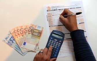 Milano - Dichiarzione dei redditi - Tasse