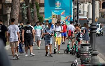 Roma. Gente in strada senza mascherina. Vai dei Fori Imperiali
