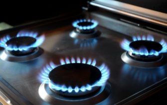 Milano - Aumenti dei costi delle bollette di luce gas e elettrcita