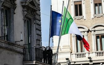 L esterno di palazzo Chigi durante la riunione del consiglio dei ministri, Roma, 26 agosto 2021. ANSA / FABIO FRUSTACI
