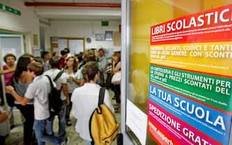Primo giorno di scuola al liceo Newton di Roma, oggi 12 settbre 2011 a Roma. ANSA/ALESSANDRO DI MEO
