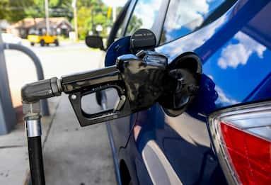 Caro benzina: oggi a 1,67 euro/litro, ai massimi dal 2014