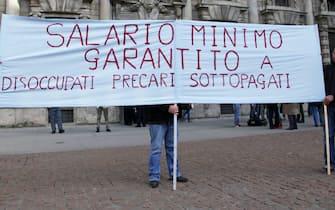 Una manifestazione per il salario minimo a Milano