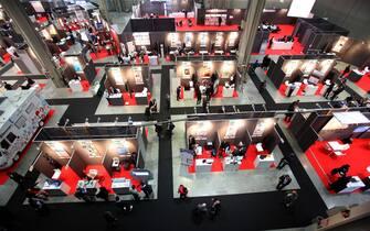 Alcuni stand della fiera Smau, dedicata all'innovazione e al digitale per le imprese e le amministrazioni locali, inaugurata a Fieramilanocity,  21 ottobre 2015 a Milano.  ANSA / MATTEO BAZZI