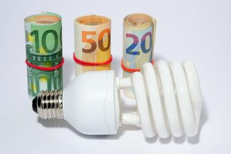 Milano - Aumenti del costo dell'energia elettrica (Rich / IPA/Fotogramma,  - 2018-06-04) p.s. la foto e' utilizzabile nel rispetto del contesto in cui e' stata scattata, e senza intento diffamatorio del decoro delle persone rappresentate