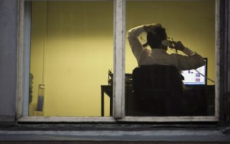 """GLASGOW, UNITED KINGDOM - OCTOBER 10:  A city office employee works into the night as darkness closes in on October 10, 2005 in Glasgow, Scotland. Seasonal affective disorder (SAD), or winter depression, is a mood disorder related to the change in the seasons and the resulting reduction of exposure to daylight.  The end of British Summer time, when clocks go back one hour at the end of October, will see most people making their daily commute in darkness both ways.  With winter nights stretching to 19 hours in the UK, and Scotland's often inclement weather, it is estimated that the """"Winter Blues"""" can affect up to 20% of the population.  (Photo by Christopher Furlong/Getty Images)"""